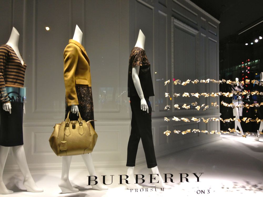 burberry window fifth