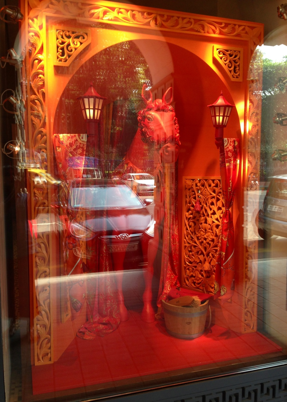 hermes window red